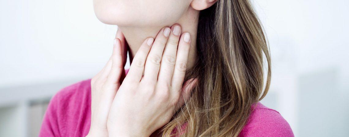 6 sposobów na złagodzenie bólu gardła