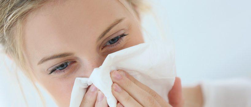 Wszystko o nieżycie nosa – rodzaje, przyczyny oraz sposoby zapobiegania katarowi