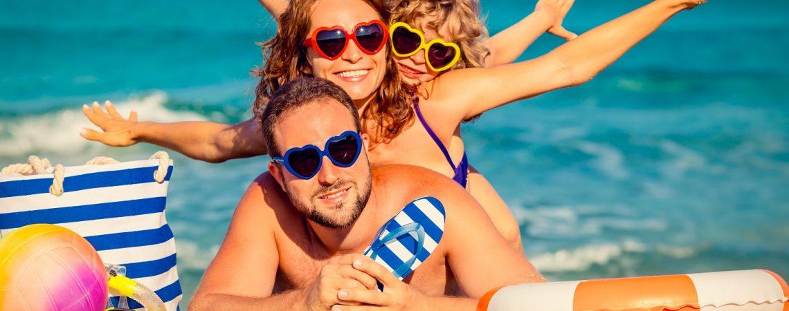 Zdrowe wakacje — jak zmniejszyć ryzyko choroby w trakcie urlopu?