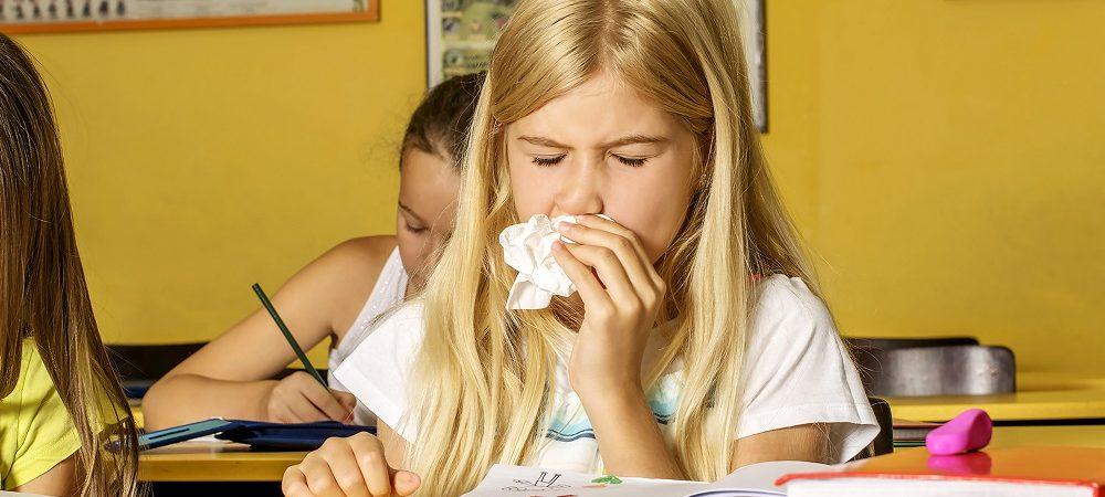 Zbliża się rok szkolny, a z nim sezon na grypę. Dlaczego dzieci we wrześniu chorują częściej?