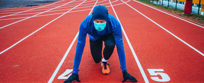 Nadszedł sezon jesiennych treningów: biegowych, rowerowych, pływackich… Trenuj bezpiecznie i#NieDajSieWirusowi! Tu znajdziesz garść informacji, jak ćwiczyć, bysię niezakazić.