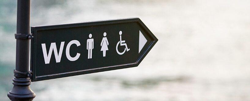Przepraszam, którędy doubikatora? – historia standardów sanitarnych